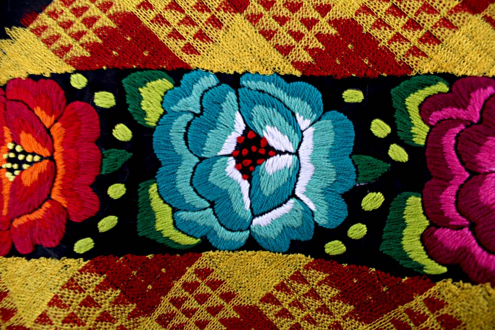 artesana, artesanía, Oaxaca, San Juan Gichicovi, hecho a mano, hecho en México, bordado a mano, Hilando Historias MX, Hilando Historias, bordado en cadenilla, embroidered, hand embroidered, México